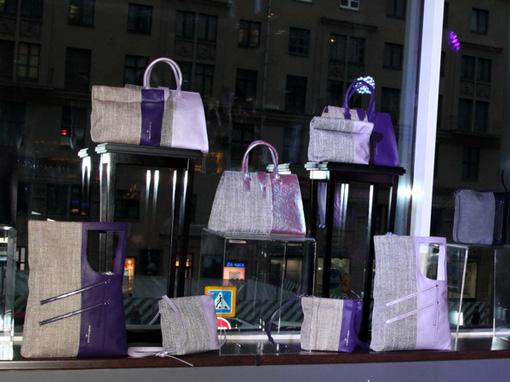 8376f120f0c1 Я всегда придерживалась позиции, что лучше иметь одну хорошую сумку, чем  сто дешевых подделок, - объяснила Лолита, - И придумывала свою коллекцию  ради одной ...