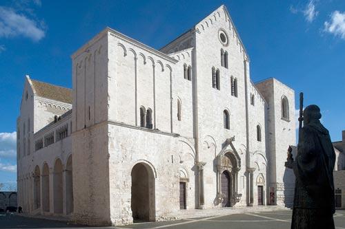 Базилика Святого Николая, в которой покоятся мощи (г. Бари, Италия). Фото: nikola-ygodnik.narod.ru