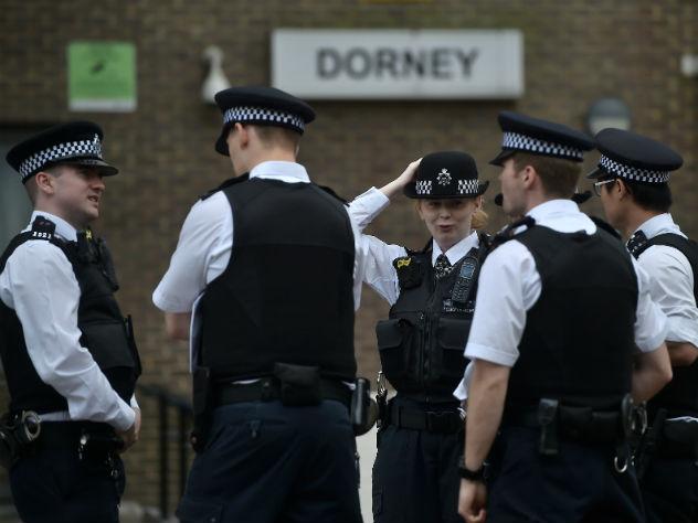 Британец, ударивший девочку-мусульманку беконом полицу, сядет наполгода