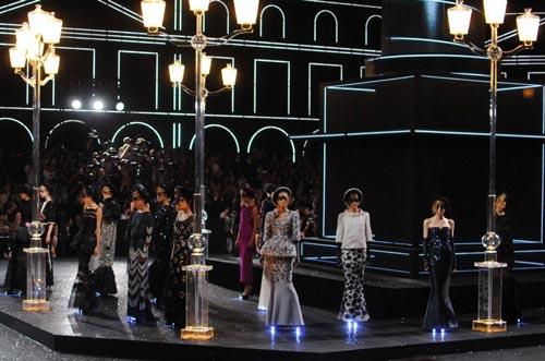 Показ Chanel Haute Couture, 2011 год. Фото: Wikimedia