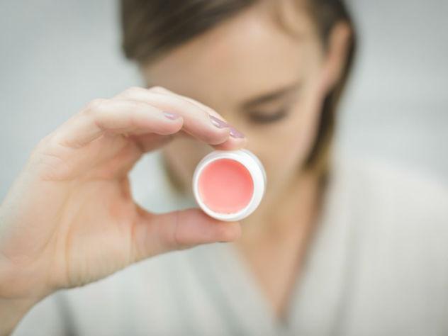 Ученые определили, что гигиеническая помада может представлять опасность для здоровья