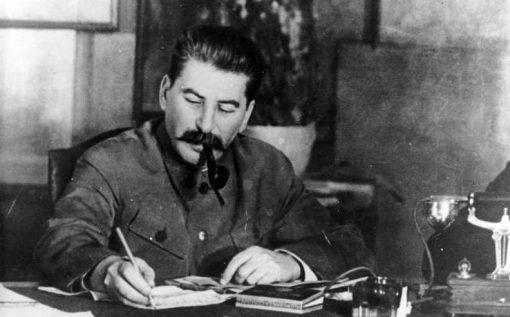 Иосиф Сталин в своем кабинете