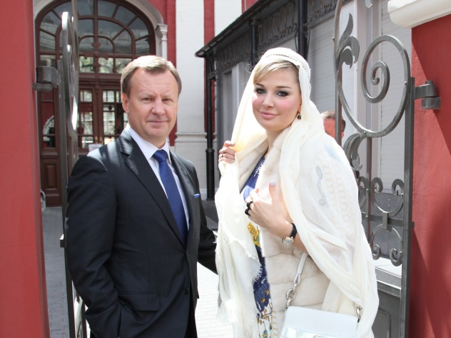 Суд вернул Максаковой часы идрагоценности, арестованные поделу Вороненкова