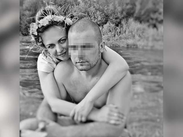 Ревнивый супруг избил жену досмерти иустроил ейфотосессию