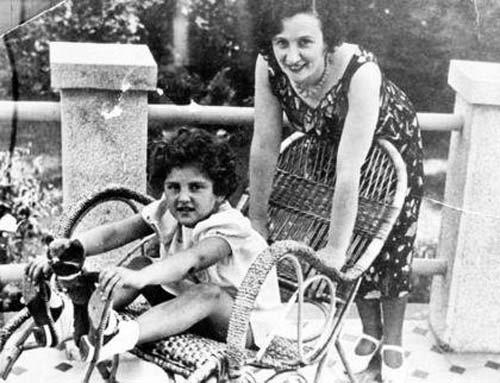Евгения Хаютина с единственной приемной дочерью Наташей. Источник: wikipedia