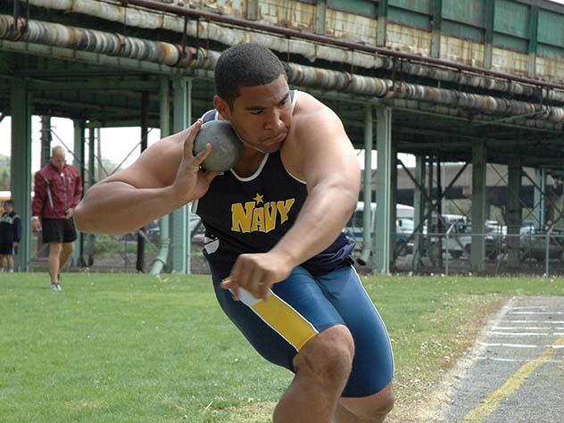 Судью убило ядром насоревнованиях полегкой атлетике вПраге