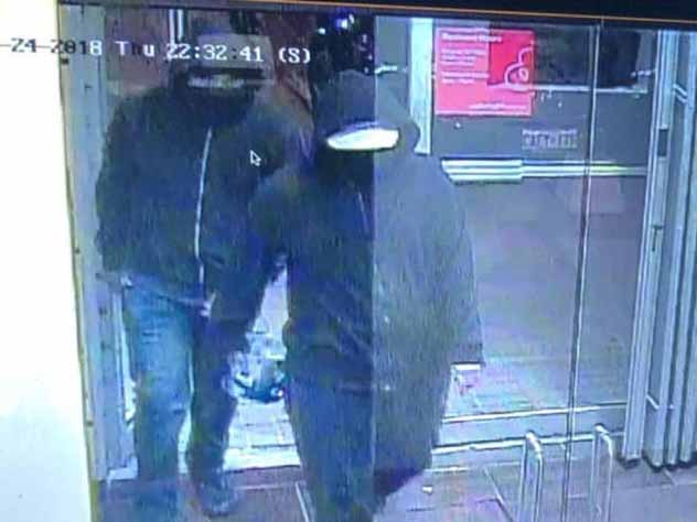 полиция разыскивает мужчин подорвать ресторан канаде