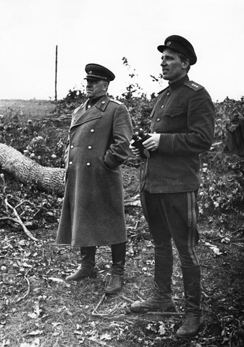 Маршал Георгий. Жуков и Александр Голованов. Брянский фронт, Июль 1943 г. Источник: wikipedia.org