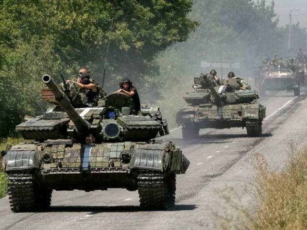 ЛНР: Армия Украины стягивает бронетехнику и переодевается в российскую форму