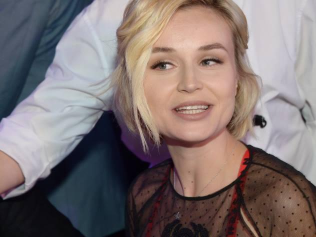 Муж викинг, жена балерина: Полина Гагарина с семьей отдыхает на Кипре