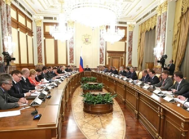 Медведев пообещал переход на электронные книжки в 2020 году