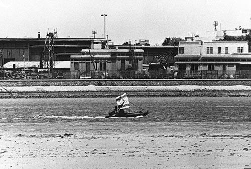 Изральский катер в Суэцком канале. Фото времен Шестидневной войны. Источник: wikimedia.org