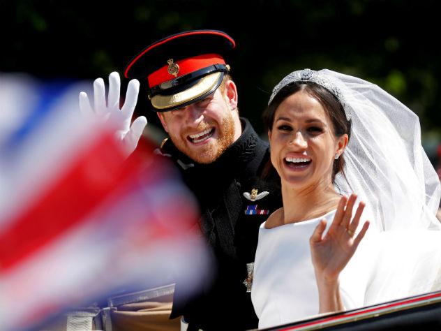 Герцогиня Сассекская предпочитает шляпки и туфли на шпильке