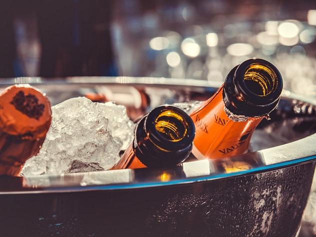 эксперты предложили повысить цены на коньяк и шампанское