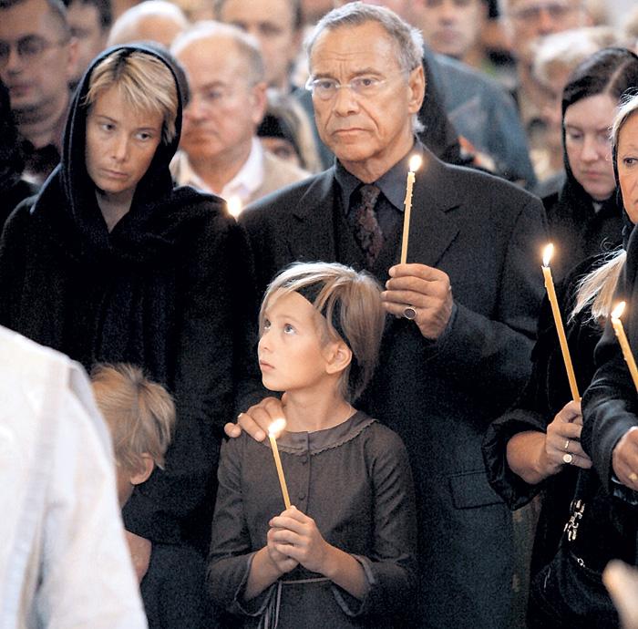 Когда Маша была здорова, родители часто ходили с ней в церковь