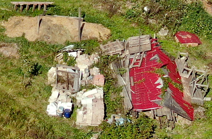 Кучи мусора - позор Ларисы