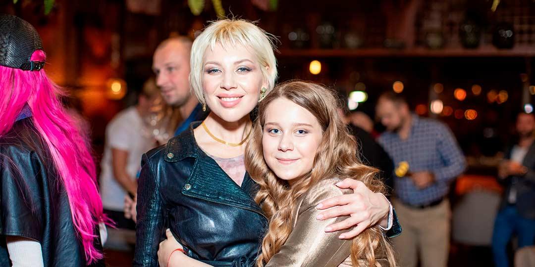 Настю Годунову, внебрачную дочь Евгения Осина, назвали лучшей телеведущей