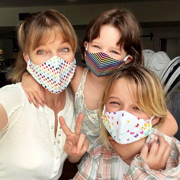 Милла Йовович с дочками Эвер Габо и Дэшиэл Эдан приняли разумные меры защиты