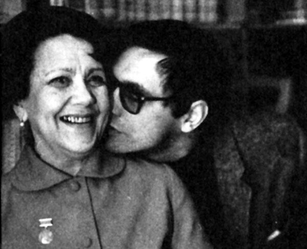 Андрей с обожаемой мамой
