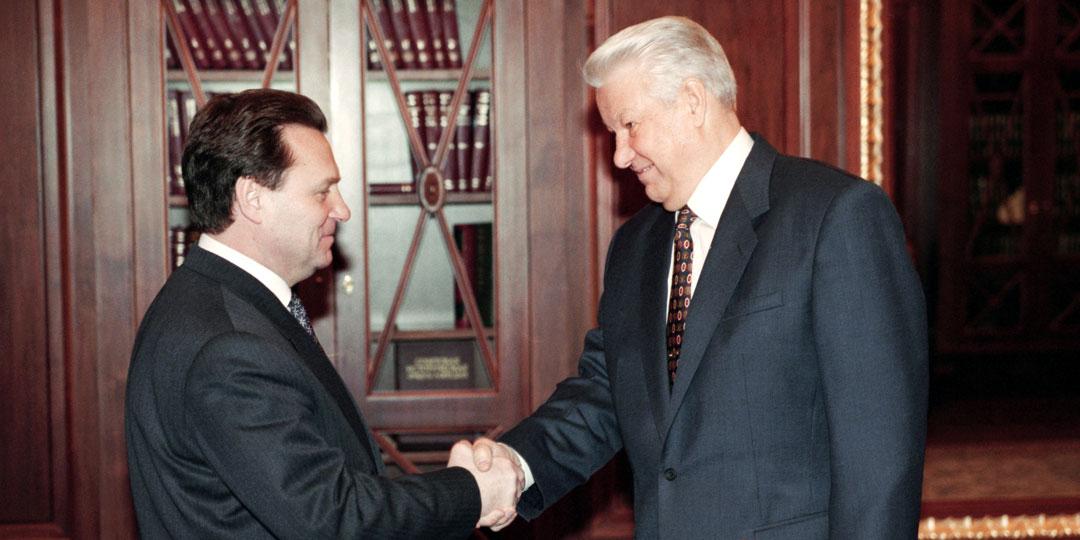 Бывший лидер фракции коммунистов Иван Рыбкин стал чрезмерно поддерживать ЕБН, и эта ошибка погубила его политическую карьеру