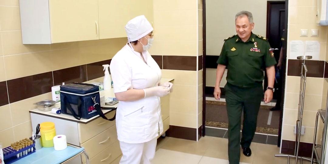 Министр обороны России Сергей Шойгу привился российской вакциной «Спутник V» в числе первых