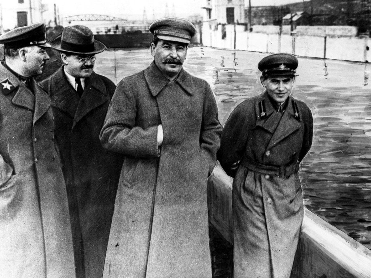 Наркома Ежова расстреляли с именем Сталина на устах